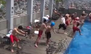 Olympic Việt Nam hưởng ứng trào lưu 'Nhảy đi, nhảy đi' ở bể bơi khách sạn