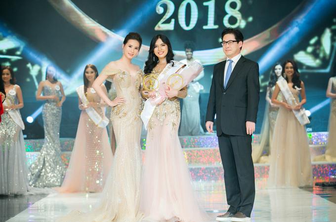 Người đẹp tự tin đọ sắc cùng Hoa hậu Jolie Nguyễn và doanh nhân Phượng Nguyễn.