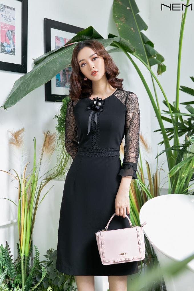Tới NEM, các tín đồ thời trang được trải nghiệm không gian mua sắm cao cấp với nhiều lựa chọn, từ thời trang công sở, dạo phố đếnthời trang dự tiệc kèm phụ kiện túi, mũ và phong cách phục vụ chuyên nghiệp.