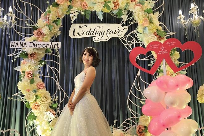 Chị Ngọc Hiệp cho biết, chị rất quan tâm đến công đoạn trang điểm và chụp ảnh cưới cho ngày trọng đại sắp đến vì chụp ảnh đẹp sẽ để lưu giữ.