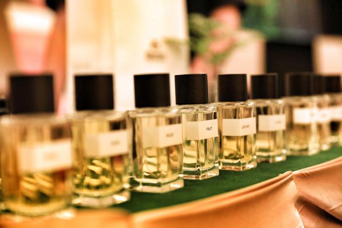 Chuyên gia Nau Nau cho biết nước hoa như một vũ khí quan trọng trong cho phái đẹp. Có 10 mùi hương thuộc 10 nhóm cơ bản trong nước hoa. Mỗi loại sở hữu những mùi riêng phù hợp với từng hoàn cảnh, cá tính, tâm trạng. Nếu biết nếu nắm rõ quy trình thì thời gian để tự chế nước hoa tại gia chỉ mất vài phút.