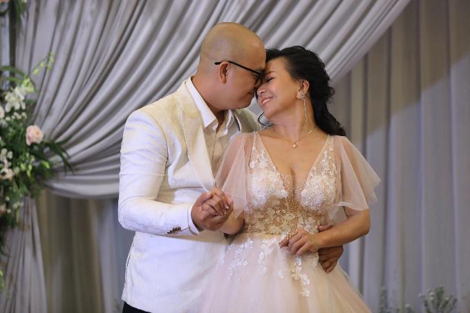 Ngày cưới là dịp đặc biệt của cặp dâu rể, đừng để những lời góp ý xung quanh tạo ra mâu thuẫn giữa hai bạn.