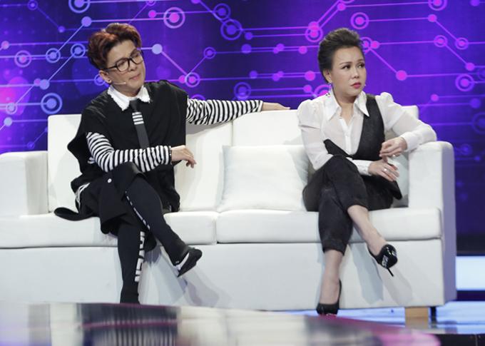 Vũ Hà và Việt Hương bị hút hồn bởi hai thí sinh đẹp trai tham gia gameshow này.