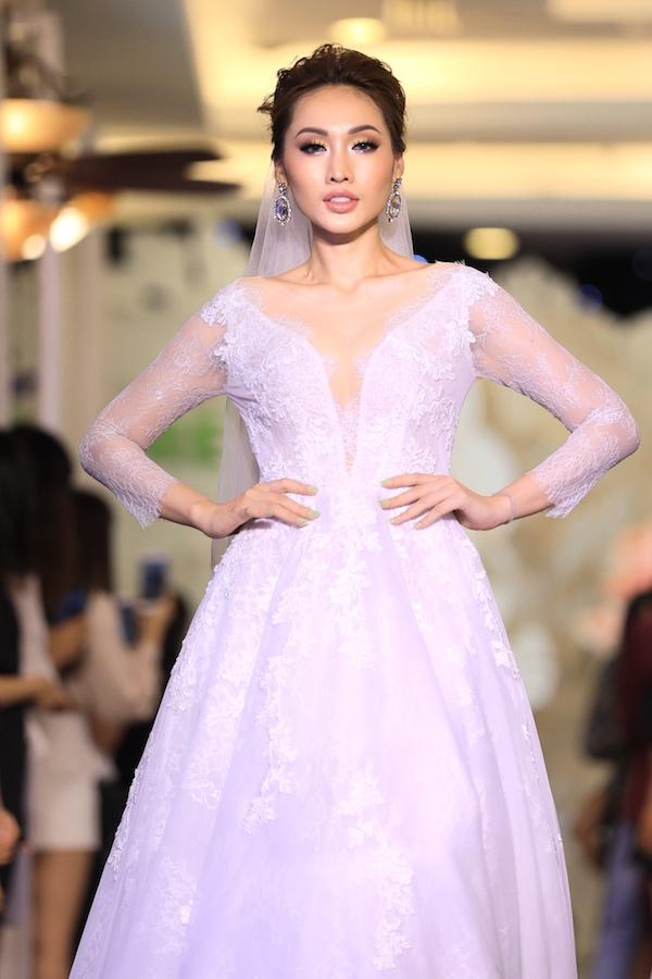 Thương hiệu Cees Bridal mang đến đêm Gala thứ hai của Triển lãm mua sắm cưới Wedding Fair 2018 hàng loạt những mẫu áo cưới thuộc bộ sưu tập L - Liberation với đường nét phóng khoáng, cắt cúp tinh tế.