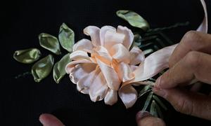 Tự thêu ruy băng trang trí cho tiệc cưới