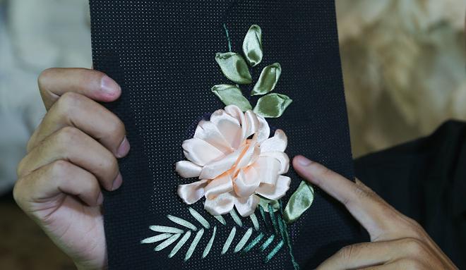 Hoa hồng thêu bằng ruy bằng đã hoàn thành.