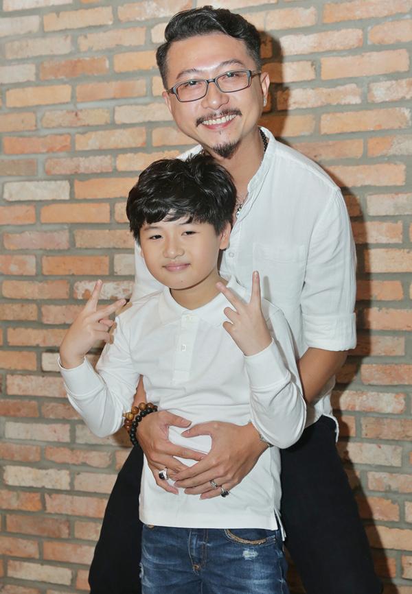 Gần đây Hứa Minh Đạt rất đắt show đóng phim còn vợ anh được mời tham gia nhiều gameshow như Quý ông đại chiến, Đấu trường âm nhạc... Con trai lớn của cặp đôi nhìn rất khôi ngô.