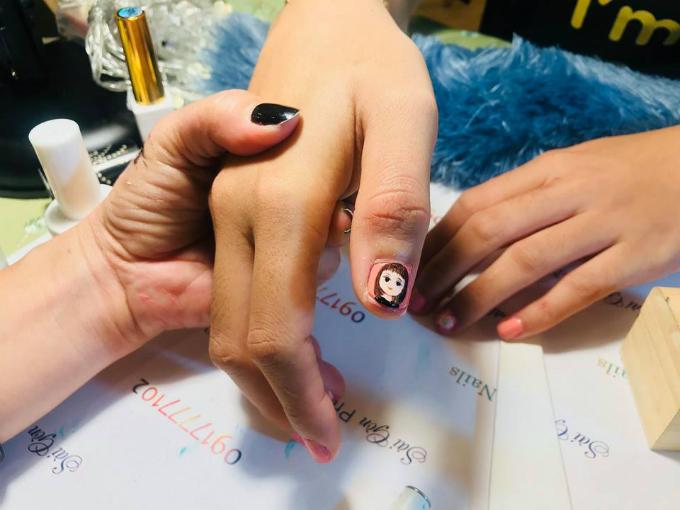 Vẽ móng tay miễn phí cho chị em tại Triển lãm cưới - 9