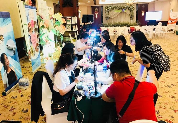 Triển lãm mua sắm cưới Wedding Fair 2018 do Báo Ngôi Sao phối hợp cùng Shop VnExpress tiếp tục diễn ra từ 9-21h ngày 26/8 ở khách sạn Rex, TP HCM.