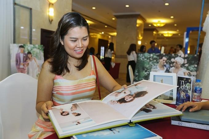 Sau khi tham khảo không gian tiệc cưới, Mai Huỳnh cũng được gợi ý thêm phong cách chụp ảnh cưới ở bãi biển theo sở thích, cách chọn váy và những lưu ý để có ngày vui trọn vẹn.
