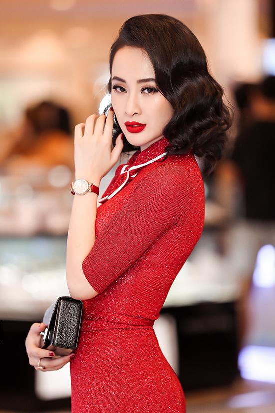 Thời gian gần đây, Angela Phương Trinh may mắn vẫn nhận được sự ủng hộ từ khán giả lẫn sự lựa chọn của các nhãn hàng.