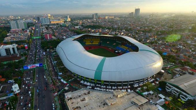 Sân vận độngPatriot Chandrabhaga (Bekasi), cách thủ đô Jarkata 60 km về phía đông.