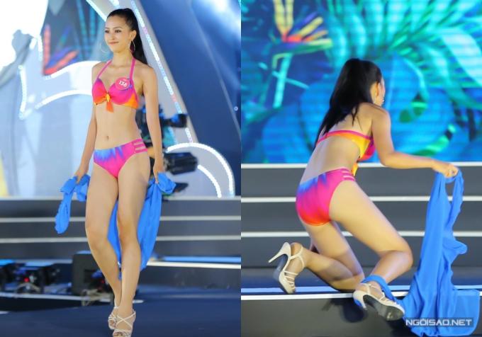 Người đẹp Trần Tiểu Vy trình diễn tự tin, nhưng khi quay vào sân khấu cô bất ngờ gặp sự cố té ngã.