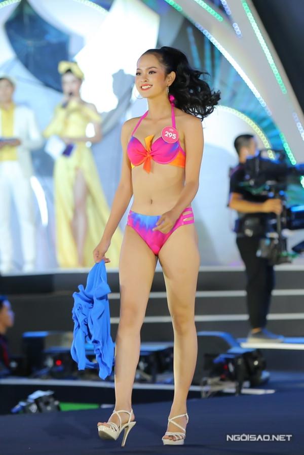 Thí sinh cuối cùng vào top 3 là Đặng Thị Trúc Mai. Cô đến từ Bến Tre, cao 1,69m, số đo 84-62-91. Kết quả người đẹp chiến thắng sẽ được công bố trong đêm chung kết toàn quốc vào tối 16/9.
