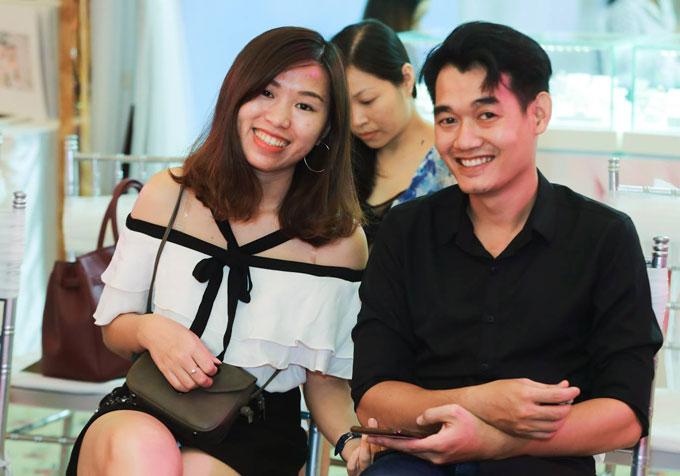 Nhiều cặp đôi có mặt khá sớm để trải nghiệm thử làm cô dâu - chú rể, chuẩn bị vào ngưỡng cửa hôn nhân.