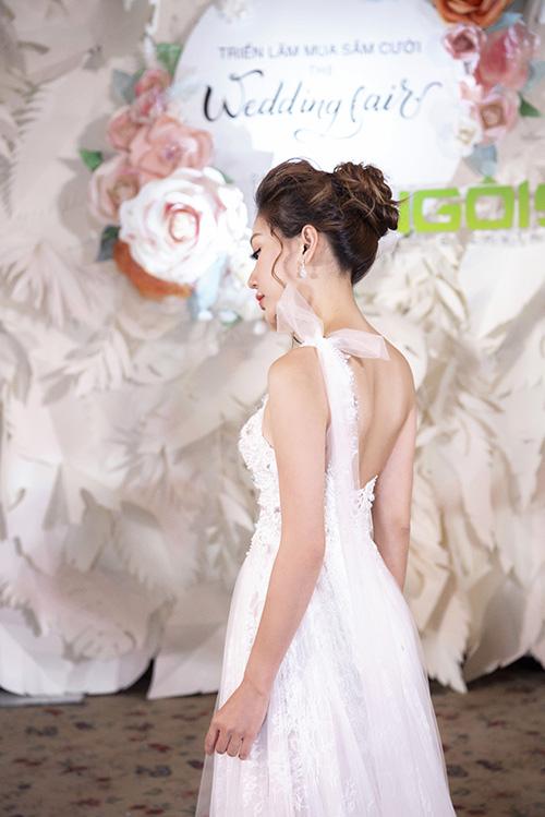 Nhờ sự tỉ mỉ và chăm chút mà mỗi chiếc váy nằm trong bộ sưu tập đều có nét tinh tế, nhẹ nhàng và giúp cô dâu tỏa sáng trong ngày cưới.