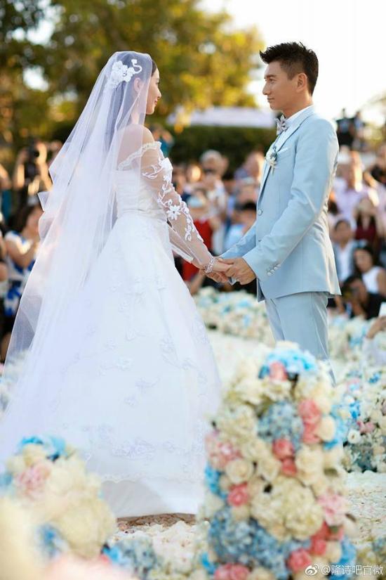 Lưu Thi Thi và Ngô Kỳ Long trong đám cưới năm 2016.