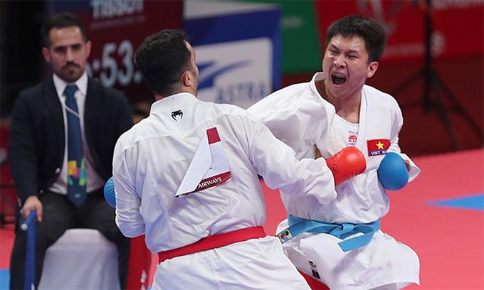 Nguyễn Minh Phụng không hề e dè ghi gặp đối thủ số một thế giớiGanjzadeh. Ảnh: Đức Đồng.