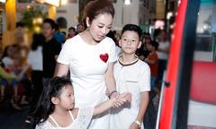 Bảo Nam lần đầu đi event cùng mẹ và em gái