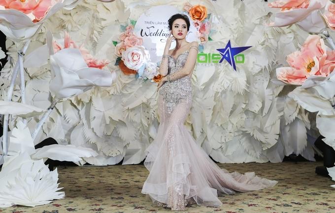Bộ sưu tập váy cưới đính đá cầu kỳ của Linh Nga Bridal