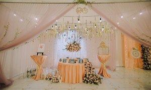 Tiệc cưới với hàng ngàn mũi tên Cupid của cặp yêu nhau từ cái nhìn đầu tiên
