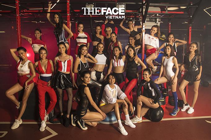 Trong bộ hình prshoot, các thí sinh trong top 36 diện những thiết kế thể thao khoẻ khoắn trên tông màu trắng, đỏ đen.