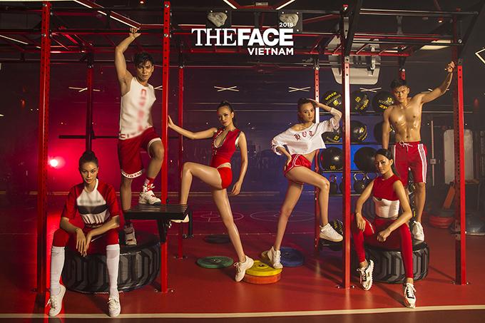 Diện lên mình các trang phục nằm trong bộ sưu tập mới nhất của Nguyễn Tiến Truyển, các người mẫu cố gắng thể hiện vẻ năng động, trẻ trung.