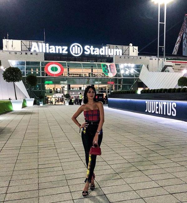 Georgina Rodriguez trước sân Allianz. Ảnh: Instagram.