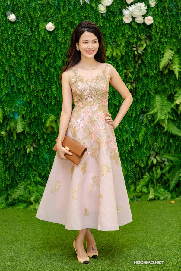 Sau 23 năm đăng quang Hoa hậu Việt Nam, Thu Thủy vẫn giữ được ngoại hình cuốn hút khiến nhiều người ngưỡng mộ. Gái hai con cho biết nhờ chăm chỉ tập yoga mà cô có được thân hình gọn gàng so với bạn bè cùng trang lứa.