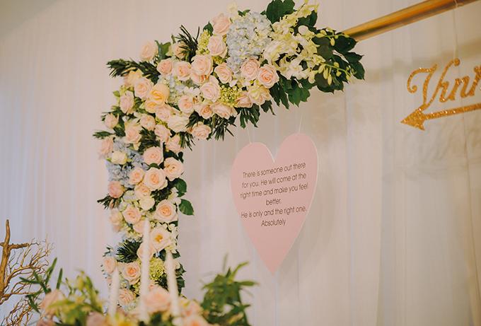 Dựa trên câu chuyện tình yêu lãng mạn, tưởng rằng chỉ có trên phim của uyên ương, wedding planner đã chọn mũi tên của thần tình yêu Cupid để làm hình ảnh biểu tượng xuyên suốt trong đám cưới.