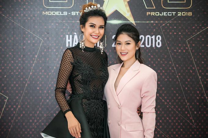 Vốn là sinh viêncủa trường RMIT nên Ngọc Thanh Tâm thoải mái giao lưu với Hoa hậu Trái đất 2015 bằng tiếng Anh.