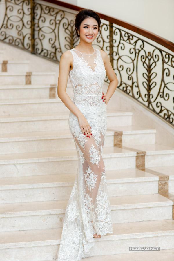 Hoa hậu Thu Ngân đọ sắc bên Miss EarthAngelia Ong