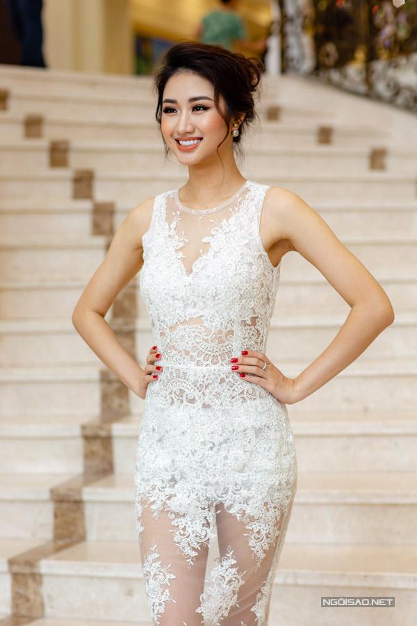 Hoa hậu Thu Ngân đọ sắc bên Miss EarthAngelia Ong - 1