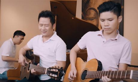 Con trai cả đệm đàn cho Bằng Kiều cover bản hit của Mỹ Tâm