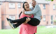 Hôn nhân hạnh phúc của cặp vợ nặng hơn chồng 100 kg