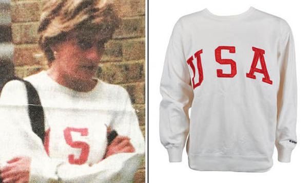 Diana diện chiếc áo in chữ USA của thương hiệu Ralph Lauren vài ngày trước khi qua đời trong tai nạn xe hơi ở Paris, Pháp tháng 8/1997. Ảnh: RRAuction.