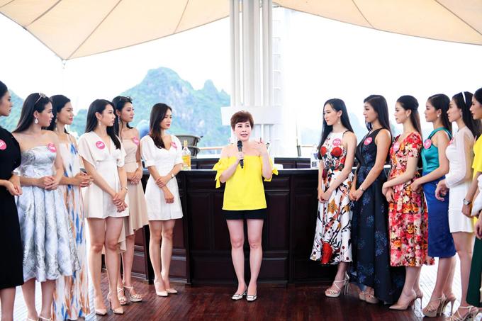 Chị Đặng Thanh Hằng tư vấn cách bảo vệ, chống nắng làn da đúng cách.