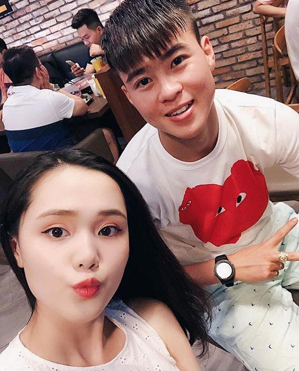 Quỳnh Anh luôn dõi theo những trận đấu củaDuy Mạnh. Ảnh: FB.