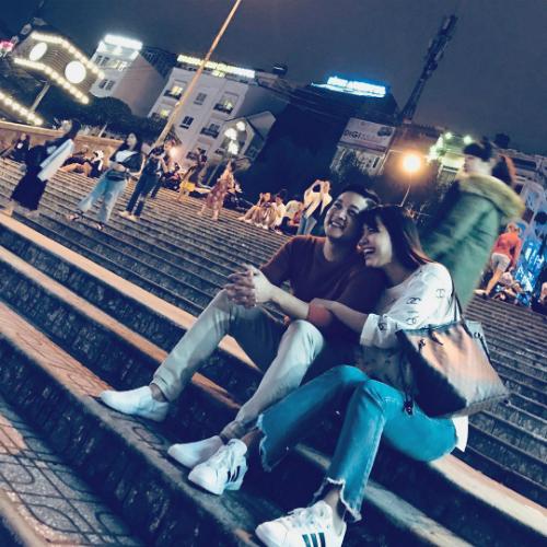 Hải Băng hạnh phúc bên ông xã Thành Đạt. Từ tình bạn chuyển sang tình yêu như mộtđịnh mệnh, nữ ca sĩ chia sẻ.