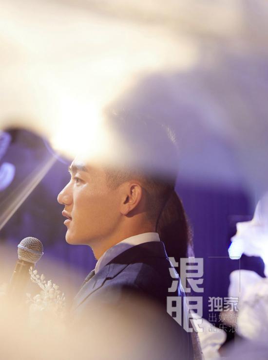 Hà Tiệp là sĩ quan quân đội, anh từng góp mặt trong một show truyền hình và quen Trương Hinh Dư.