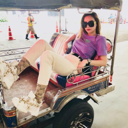 Hồ Ngọc Hà diện đồ trẻ trung trong chuyến du lịch ởBangkok.