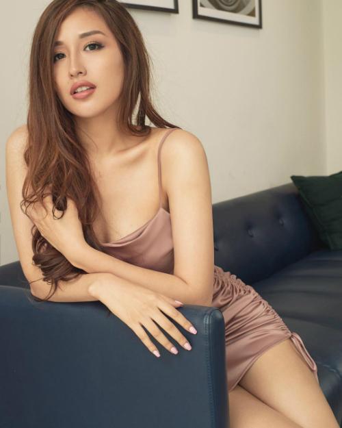 Hoa hậu Mai Phương Thúy gợi cảm trong bộ đầm ngắn, bó sát body.