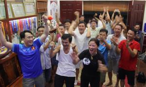 Mẹ Quang Hải nhảy cẫng khi tuyển Việt Nam ghi bàn