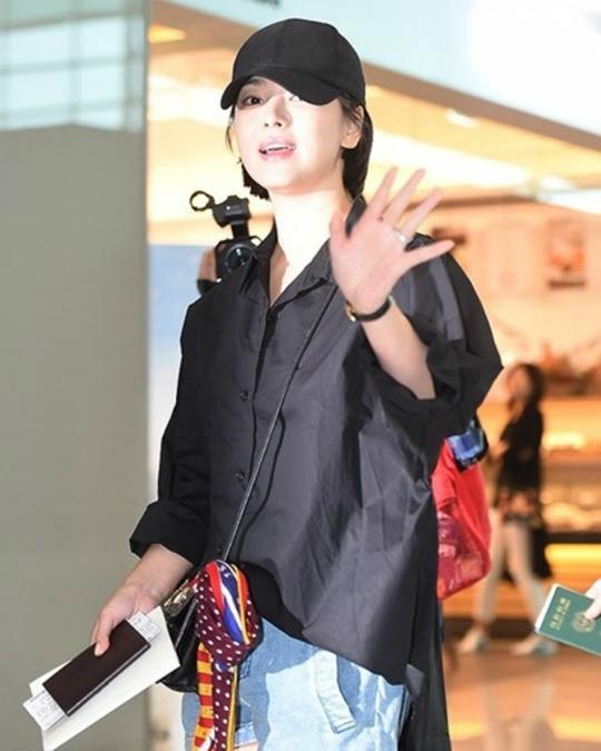 Song Hye Kyo vẫn nổi bật dù không trang điểm - 2