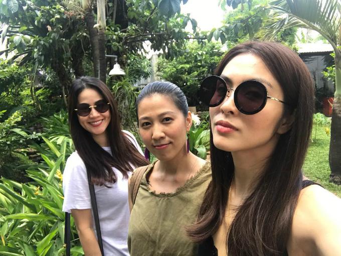 Ngọc nữ Tăng Thanh Hà selfie cùng hội bạn thân Thùy Trang (vợ ca sĩ Phạm Anh Khoa) và Thân Thúy Hà.