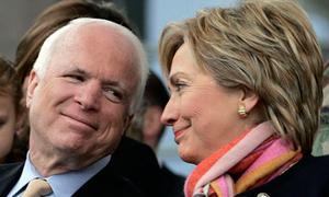 John McCain thi uống rượu với bà Hillary Clinton 14 năm trước
