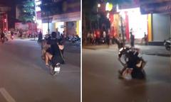 Đôi nam nữ ngã nhào xuống đường vì bốc đầu khi 'đi bão'