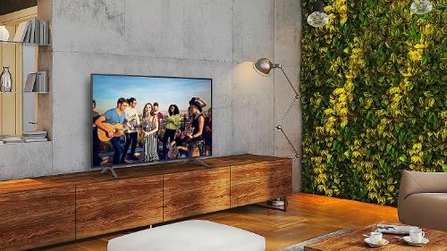 Viền màn hình siêu mỏng mang đến vẻ đẹp đơn giản và hòa hợp với bất kỳ không gian nội thất nào.Độ Tương Phản Cải Tiến với UHD DimmingCông nghệ UHD Dimming chia hình ảnh thành từng khối nhỏ để tối ưu hóa màu sắc, độ nét và tăng cường độ tương phản cho hình ảnh chân thực đến từng chi tiết