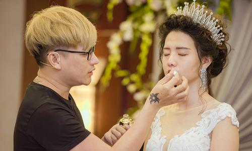 Chuyên gia trang điểm Hùng Việt tư vấn make up tông hồng và giữ nền lâu trôi