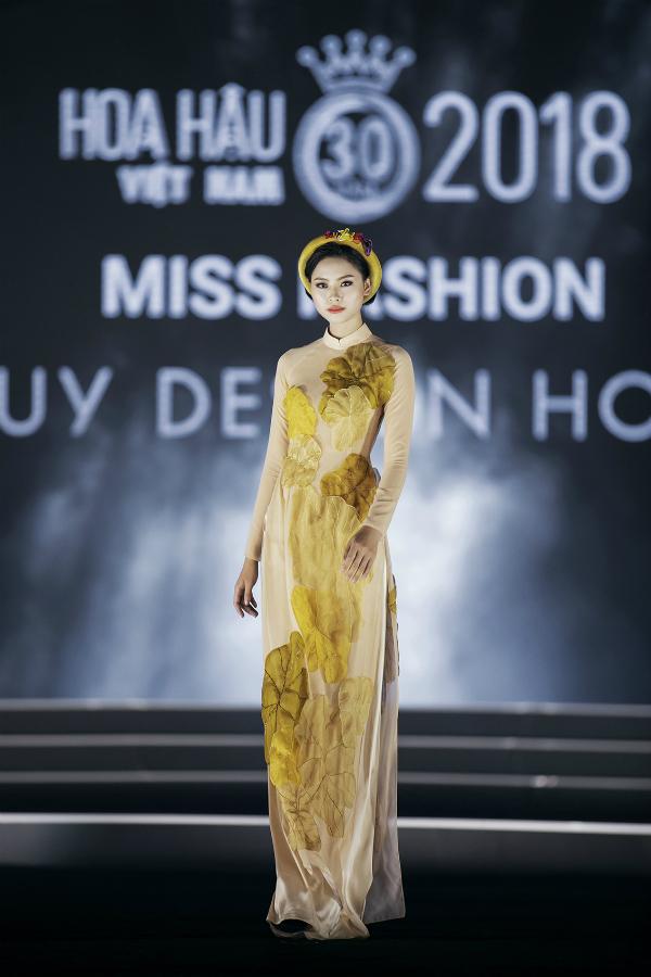 Đào Thị Hà mở màn đêm thi với trang phục áo dài của nhà thiết kế Thủy Nguyễn. Tại cuộc thi Hoa hậu Việt Nam năm 2016, cô vào top 5 cùng giải thưởng Người đẹp Biển.